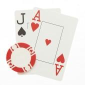 カジノ ・ チップとブラック ジャックの手 — ストック写真