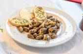 Chicken hearts, garlic bread, Tapas — Stock Photo