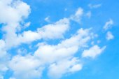 Blue sky and cloud as background texture in horizontal frame — Zdjęcie stockowe