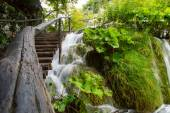 Wooden path and waterfall in Plitvice National Park, Croatia — Stock Photo