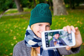 Beautiful girl taken pictures of her self in fall — Stock Photo
