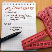 Measuring tape, a marker and a notepad with a food diary — Stock Photo