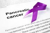 Papier mit Bauchspeicheldrüsenkrebs und blaue Schleife — Stockfoto