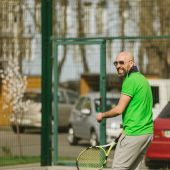 Man play tennis outdoor — Stock Photo