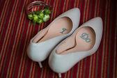 結婚式の靴と花束 — ストック写真