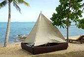 Camping Tent on the beach — Stock Photo
