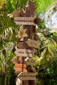 Signpost with arrows — Stock Photo