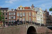 Amsterdam - kanaler och typiska holländska hus — Stockfoto