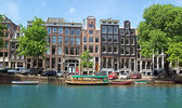 Amsterdam - Canals and typical dutch houses — Stockfoto