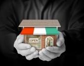 Bedrijf huis vertegenwoordigen huiseigendom — Stockfoto
