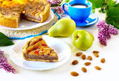 Pie with pears and almonds — Stockfoto