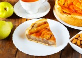 Pie with pears on a white plate — Foto de Stock