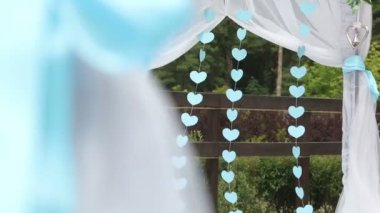Hearts on a wedding arch — Stockvideo