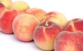 Ripe peaches aligned diagonally — Stock Photo