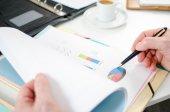 Businessman analysing a financial graph — Photo