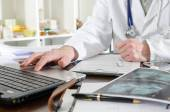 Doctor using a laptop — Stock Photo