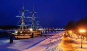 Embankment of Alexander Nevsky in winter evening, Veliky Novgorod — Stock Photo