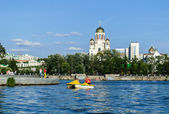 Panorama of Ekaterinburg with water — Stock Photo