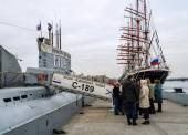 The queue for the museum Submarine S-189 — Stock Photo
