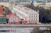 View of the Twelve Colleges building and  Rector of the University's outbuilding inSaint Petersburg — Foto Stock