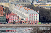 View of the Twelve Colleges building and  Rector of the University's outbuilding inSaint Petersburg — Fotografia Stock