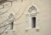 Ancient windows in the St.Nikita building in Veliky Novgorod, Russia — Stock Photo