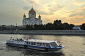 The Cathedral of Christ the Saviour and Patriarshy bridge — Stock Photo
