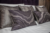 Colorful pillows on a bed — Fotografia Stock