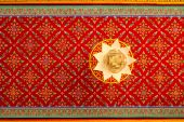 Painting and pattern and lotus light on the ceiling in Thai temp — Stock Photo