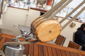 Old sailing boat detail. pulleys and ropes — Stock Photo