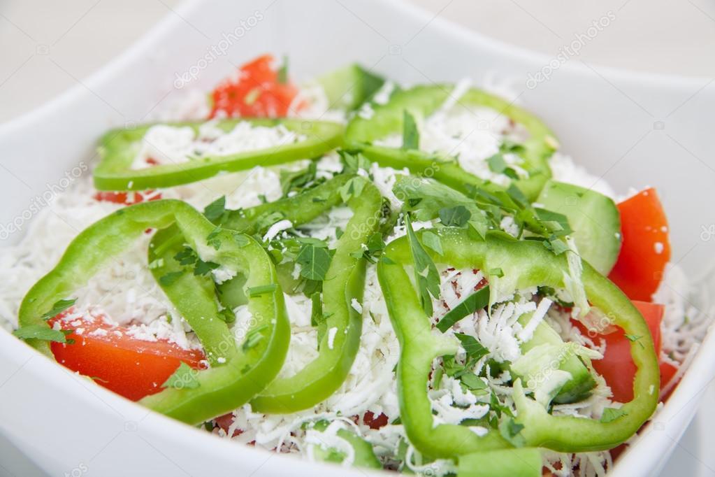 Вкусные салаты с консервированным зеленым горошком