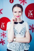 Beautiful Girl on the Background of New Year's decoration — Stockfoto
