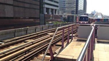 Bangkok vlak dorazí na stanici — Stock video