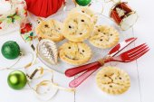 Christmas fruit mince pie close up — Stock Photo