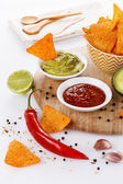 Mexican food concept - Doritos, guacamole and salsa — Foto Stock