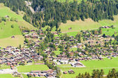 A small village in a mountain valley in the Swiss Alps — Foto Stock