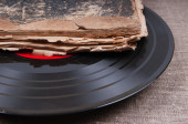 Vintage vinyl record and antique book, audiobook concept — 图库照片