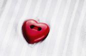 Valentin fond avec boutons coeurs sur chemise — Photo