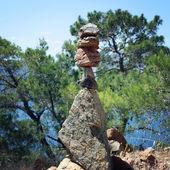 Trail Sign. Man made stone pyramid. Walking the Lycian Way, Turkey. — Stock Photo