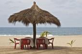 Ocean-side palapa table setting — Stock Photo