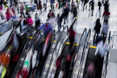 Motion blurred crowded people shopping in mall — Stock Photo