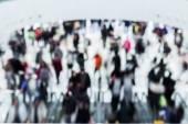 Pohybu rozmazaný plno lidí nakupovat v obchoďáku — Stock fotografie