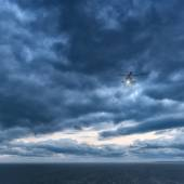 Storm at sea, Mi-8 helicopter — Stock Photo