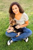 Niña y perro — Foto de Stock