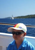 Holidaymakers boy on a ship to Kornati — Stock Photo