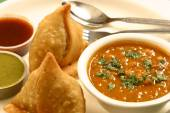 Samosa is an Indian fried or baked pastry — Stock Photo