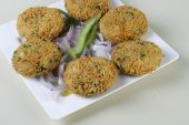 Mix Vegetable Pakora is a popular Indian snack — Stock Photo