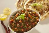 Pratha met sprout masala. — Stockfoto