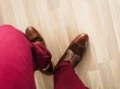 Sockless legs in pants and brogue — Stock fotografie