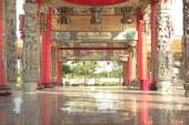 Chinese temple walk way to outdoor garden — Stock Photo